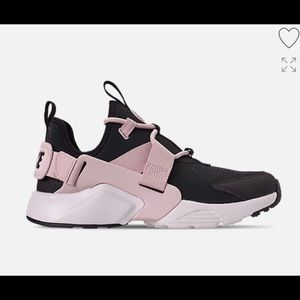 Nike Shoes - Nike Air Huaraches